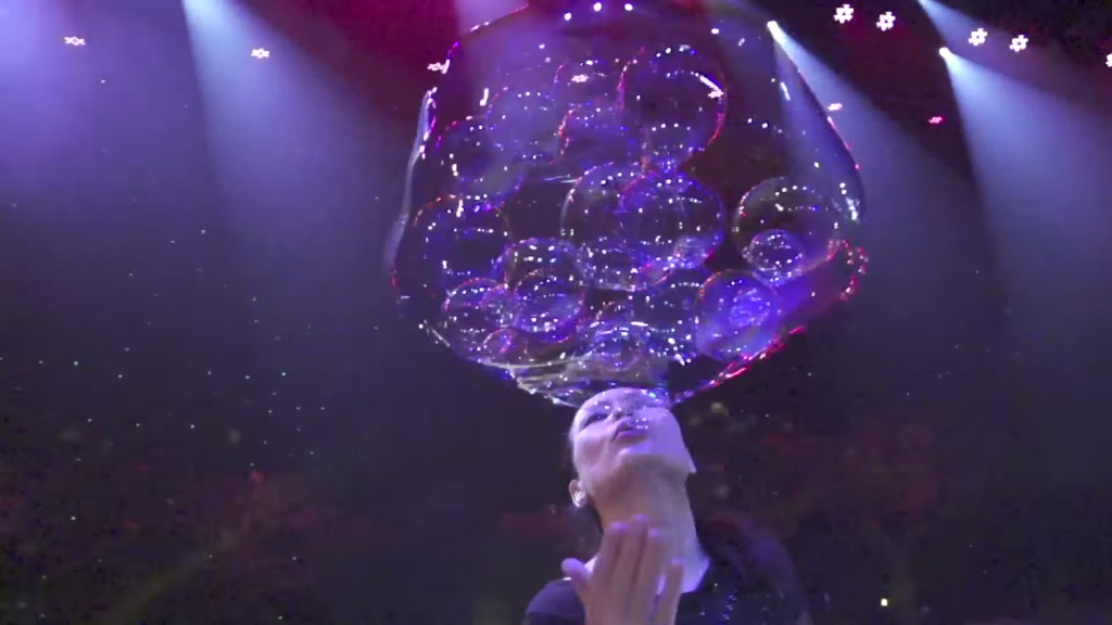 Ana-Yang-Gazillion-Bubble-Show